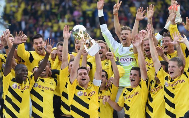 El Borussia de Dortmund celebra la Supercopa de Alemania