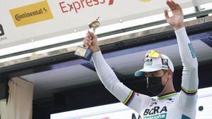 Sagan celebra su triunfo en la sexta etapa de la Volta