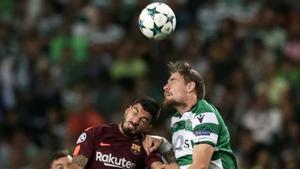Una acción del encuentro entre el Sporting CP y el FC Barcelona