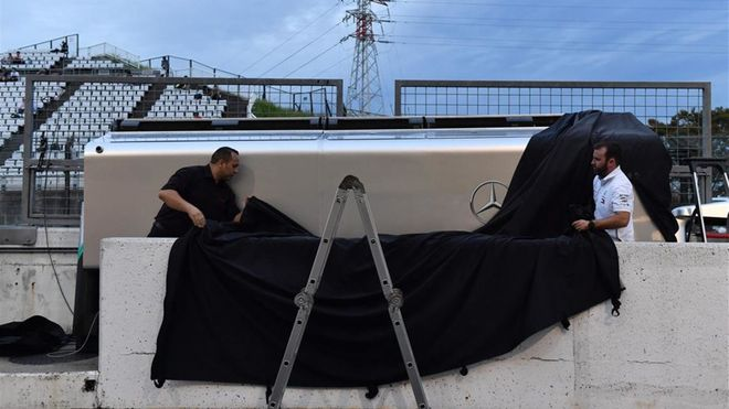 xortunomercedes f1 team mechanics prepare for typhoon hag191012172824