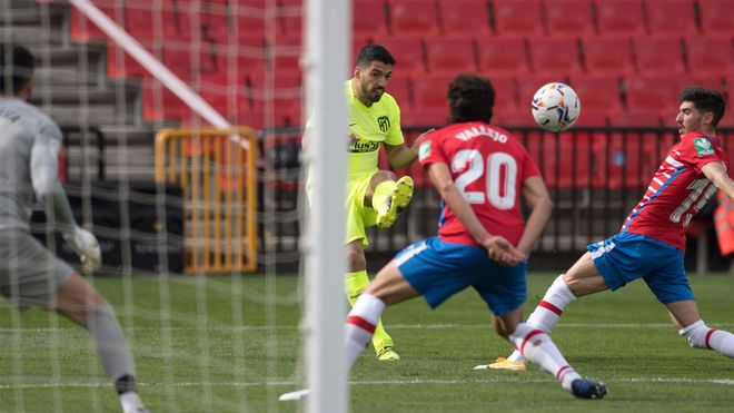 Luis Suárez no marcó en la victoria del Atleti en Granada