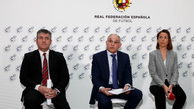 Iñaki Mikeo, primero por la izquierda, lo deja por motivos personales