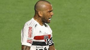 El golazo de Dani Alves para dar los tres puntos a Sao Paulo