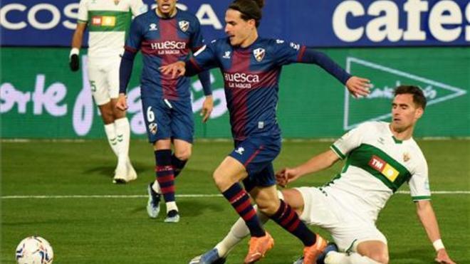 Seoane con el balón en un partido ante el Eibar