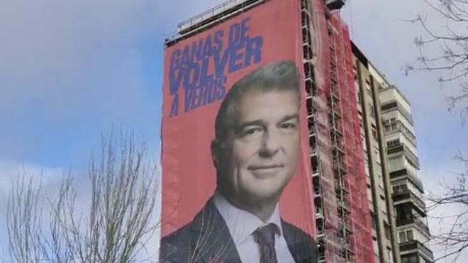 La pancarta de Joan Laporta que está a 150 metros del Bernabéu