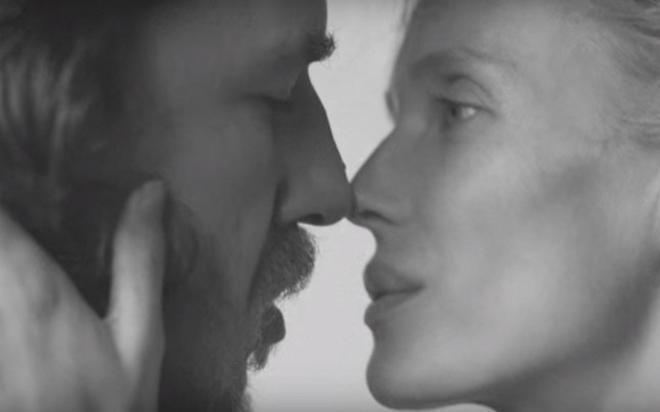 Carles Puyol y Vanesa Lorenzo, en una imagen del vídeo