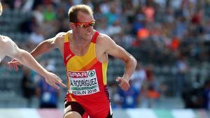 Ángel David Rodríguez compitiendo en la prueba de relevos 4x100 durante los campeonatos de Europa de atletismo 2018
