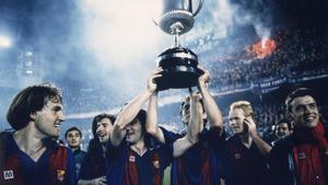 Koeman levantó su primer trofeo como blaugrana en Mestalla