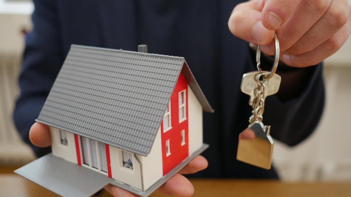 La entrega de llaves de una vivienda