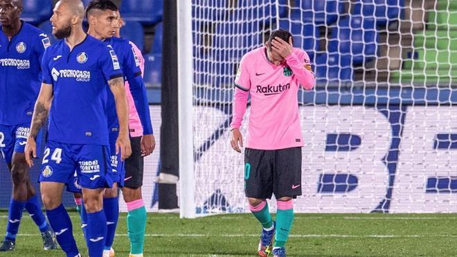 Messi y el poste, una historia con más odio que amor