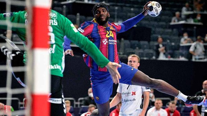 Dika Mem, durante el Barça - Aalborg en final de Champions League balonmano