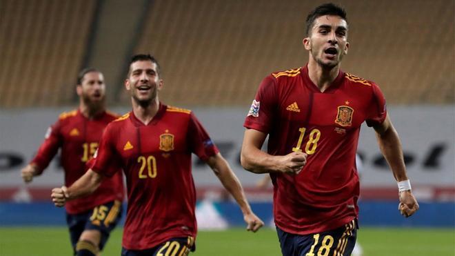 Ferran Torres, festejando el 2-0