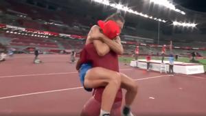 ¡Qué momentazo! Barshim y Tamberi deciden compartir el oro en salto de altura. Para quitarse el sombrero