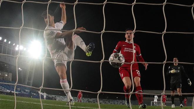 El ridículo error de Alexander-Arnold en el gol de Asensio que resume el partido del Liverpool