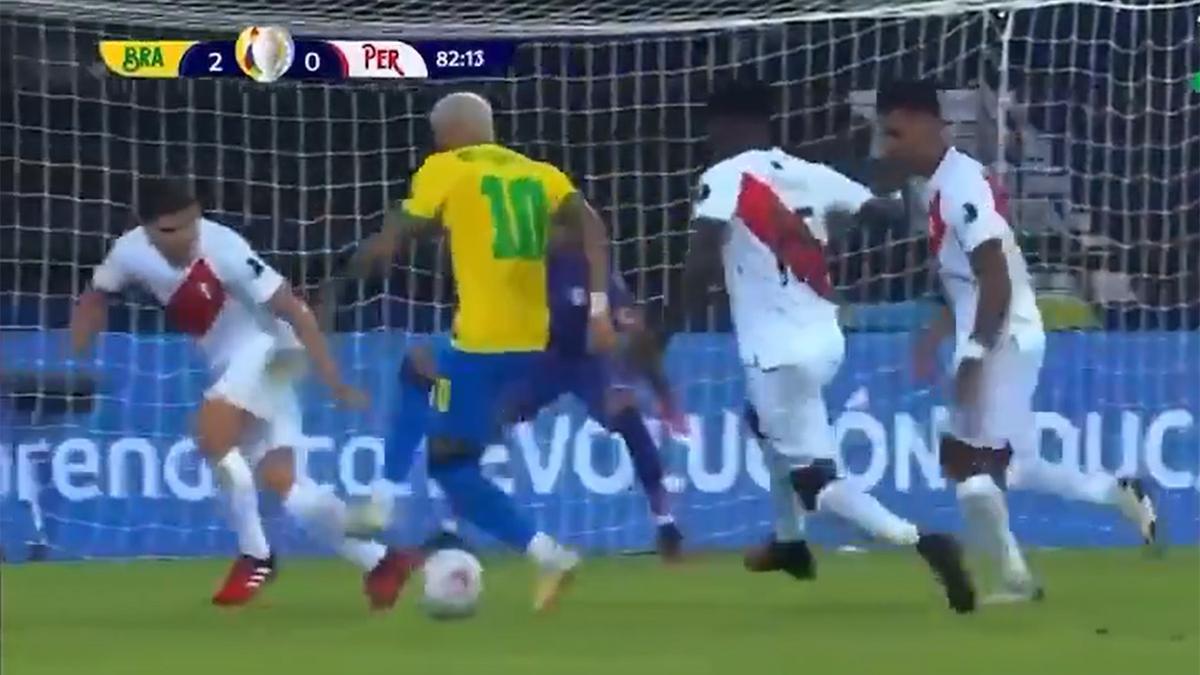A Neymar solo le pueden parar con faltas. Atención a la exhibición del brasileño ante Perú. ¡De locos!