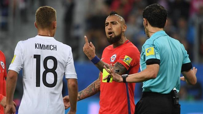 Vidal y Kimmich vieron tarjeta amarilla tras su enganchada
