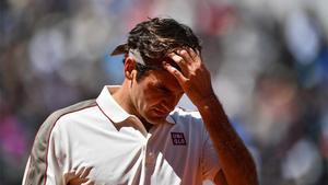 Roger Federer se lamenta durante un partido en una imagen de archivo