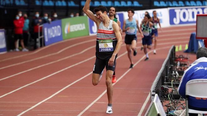 Adel Mechaal se exhibió en una gran final de 3.000 metros