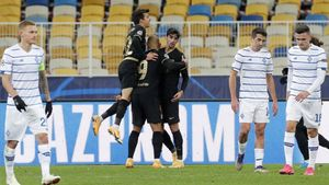 Riqui Puig celebra uno de los goles de Braithwaite