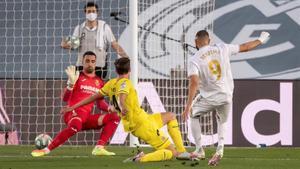 Benzema logró el 1-0 con este disparo