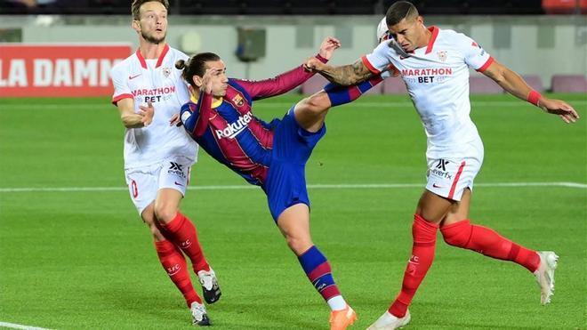 En una acción durante el partido contra el Sevilla