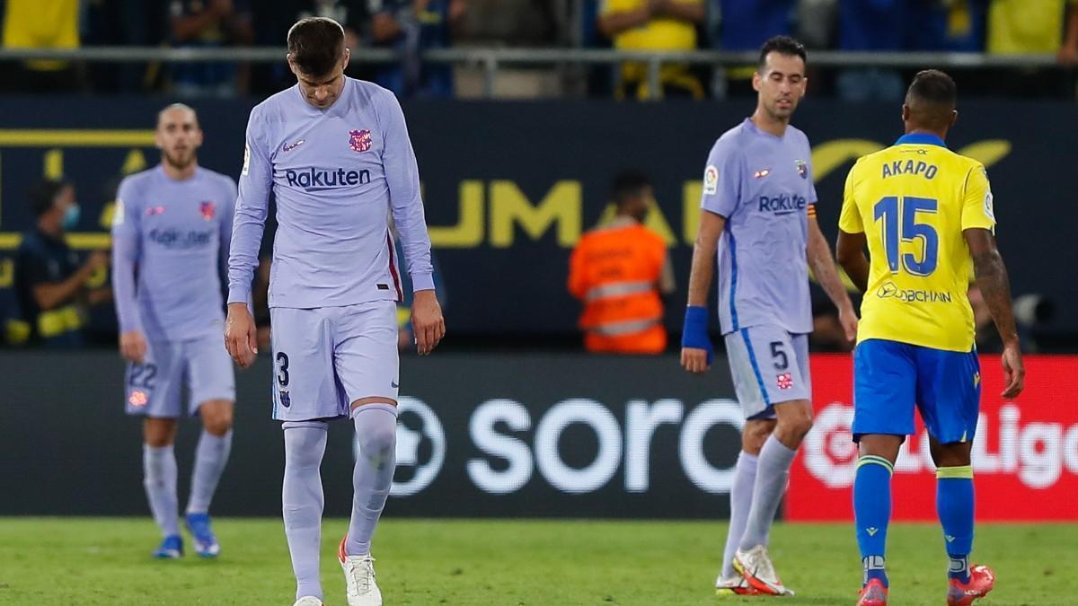 Piqué, cabizbajo tras el partido ante el Cádiz