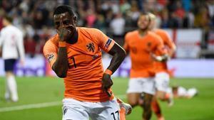 Quincy Promes celebra el gol con el que Holanda cerró la remontada ante Inglaterra