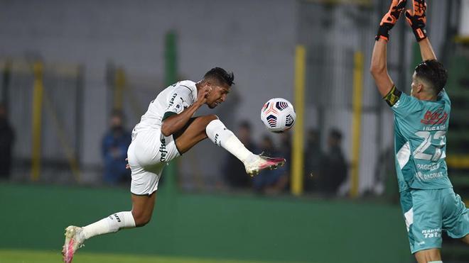 Rony, otra vez decisivo, marcó el primer gol del Palmeiras