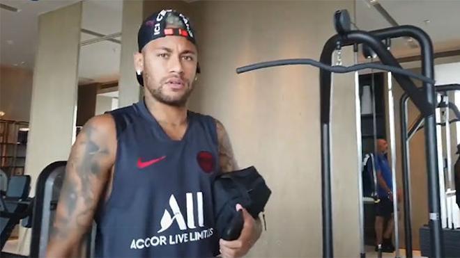Las serias caras de Neymar lo dicen todo...