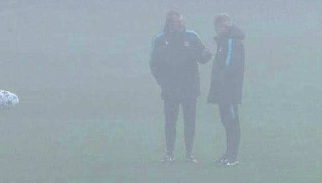 Entrenamiento bajo la niebla del Manchester City