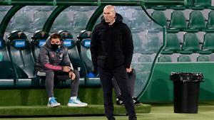 Zidane y su Madrid rompieron la racha de triunfos en el Martínez Valero