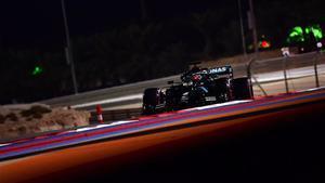 Russell domina con el Mercedes