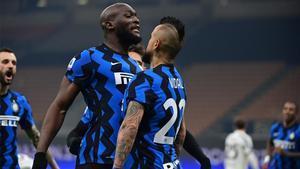 Vidal, celebrando un gol con la camiseta del Inter