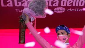 Almeida defenderá la maglia rosa