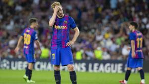 Una imagen de Frenkie de Jong tras uno de los goles encajados por el FC Barcelona contra el Bayern Múnich