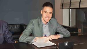 Aicardo firmando su renovación de contrato para el Barça Lassa