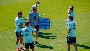 Los nuevos convocados entrenan a las órdenes de Luis Enrique