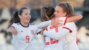 Las jugadores de la selección española femenina de fútbol celebra un gol ante Ucrania
