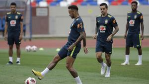 Brasil entrena con todos los jugadores disponibles