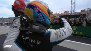 El abrazo de Ocon y Alonso en Hungría tras el éxito de Alpine