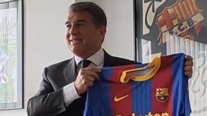 La reacción de Laporta tras descubrir la equipación del Barça para el Clásico