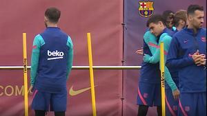 El gesto que demuestra el buen ambiente en el vestuario del Barça. Dembélé, y su abrazo a Pedri