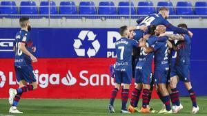 La victoria del Huesca contra el Granada le da esperanzas de salir prontamente del descenso