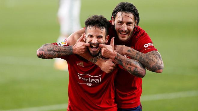 Rubén García (izq.) celebra un gol con su compañero Juan Cruz