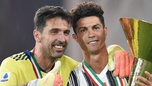 Buffon y Cristiano se coronaron ayer como supercampeones de Italia ante el Nápoles