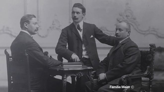 Hans Gamper (izquierda) junto a Otto Maier (derecha). Se desconoce la identidad de la persona que está entre ambos