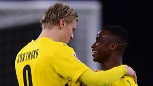 Haaland y Moukoko tras golear al Hertha