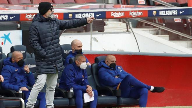Cervera, durante el partido ante el Barça en el Camp Nou