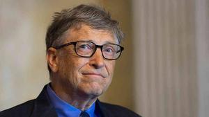 Bill Gates recibe la vacuna del coronavirus y desata el cachondeo en Twitter