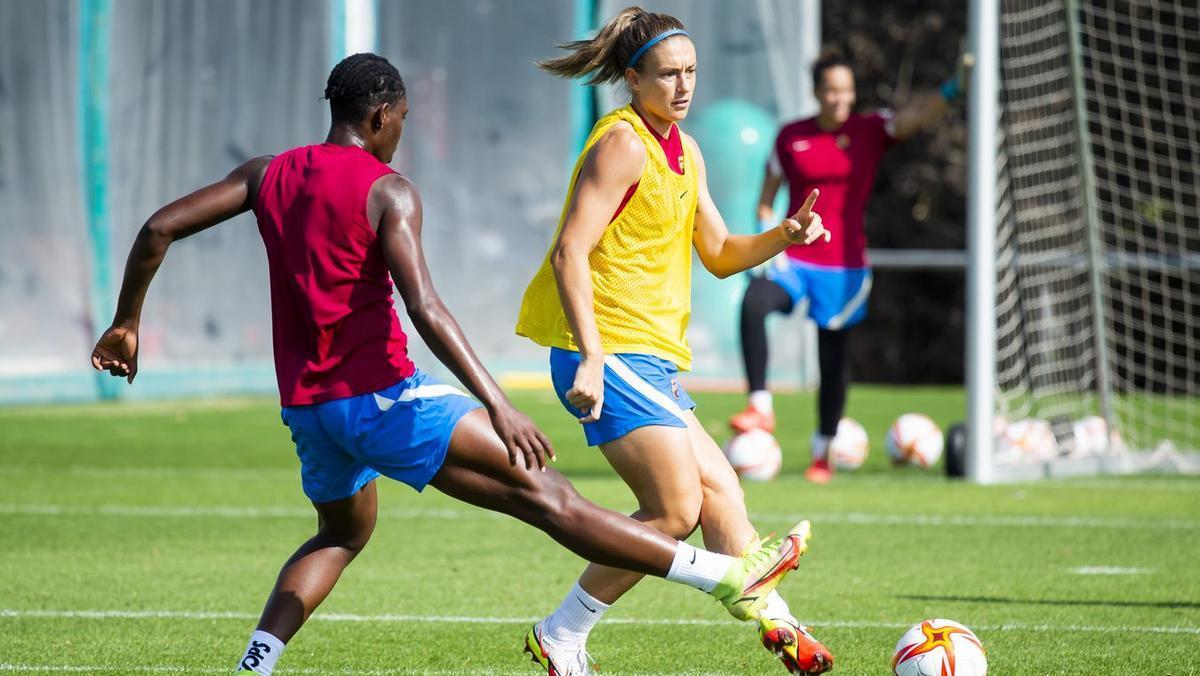 Alexia Putellas y Oshoala, durante un entrenamiento del Barça Femenino